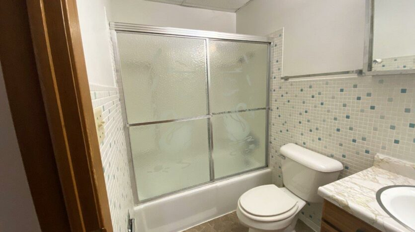 Winsor Apartments in Mitchell, SD - Bathroom Bathtub and Shower