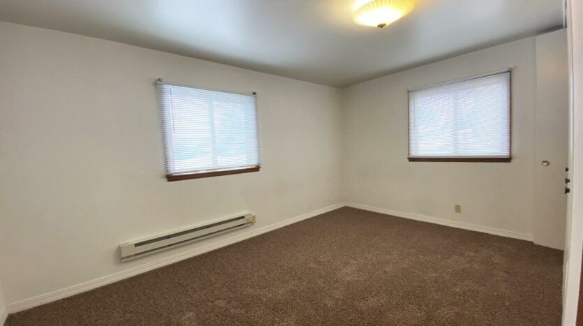 Winsor Apartments in Mitchell, SD - Bedroom 1
