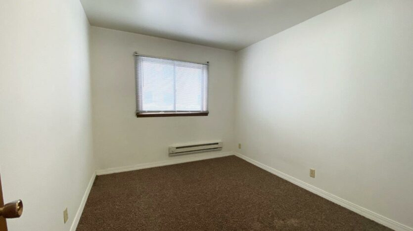 Winsor Apartments in Mitchell, SD - Bedroom 2