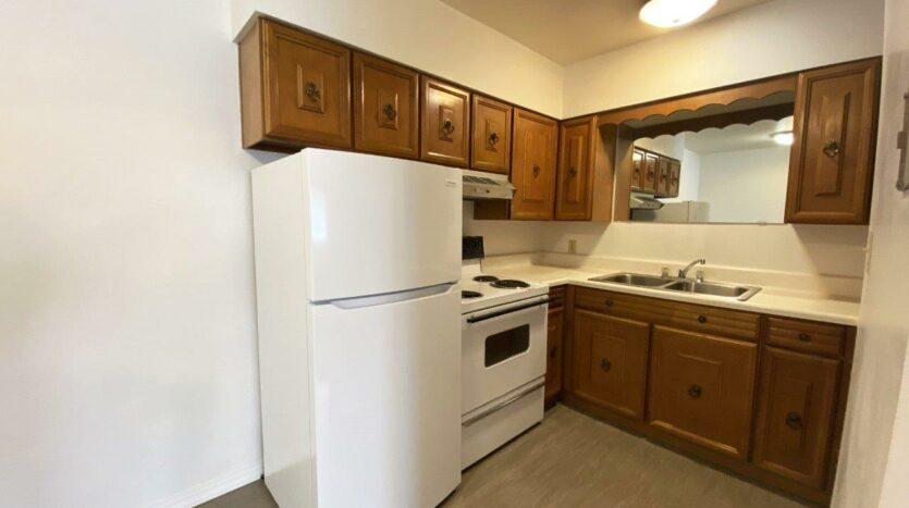 Winsor Apartments in Mitchell, SD - Kitchen