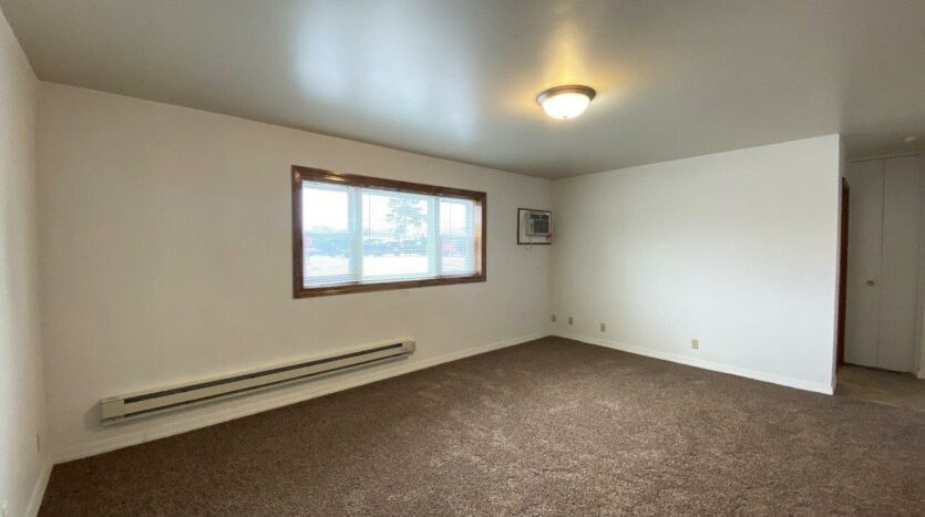 Winsor Apartments in Mitchell, SD - Living Room