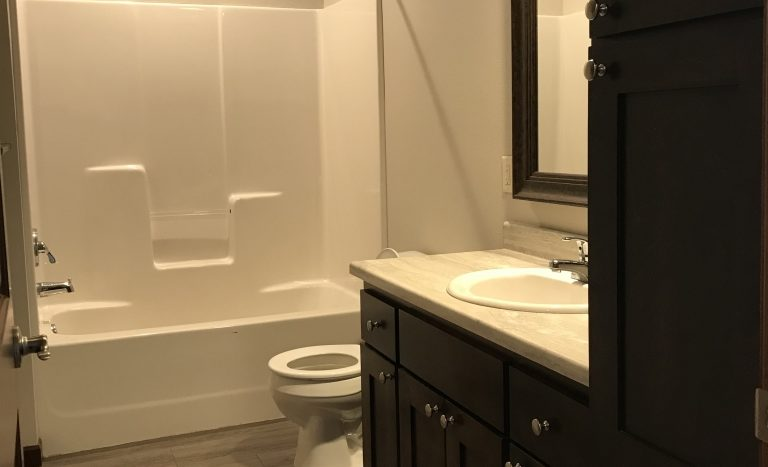 One Willow Creek Apartments in Watertown, SD - Sugar Berry Bathroom