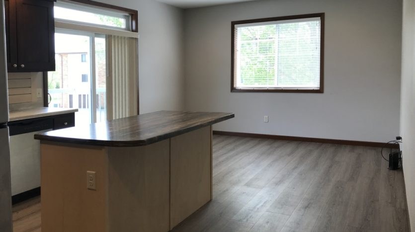 One Willow Creek Apartments in Watertown, SD - Sugar Berry Kitchen Living