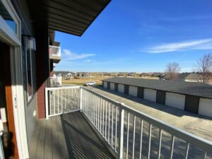 One Willow Creek Apartments in Watertown, SD - Willow Oak Deck View