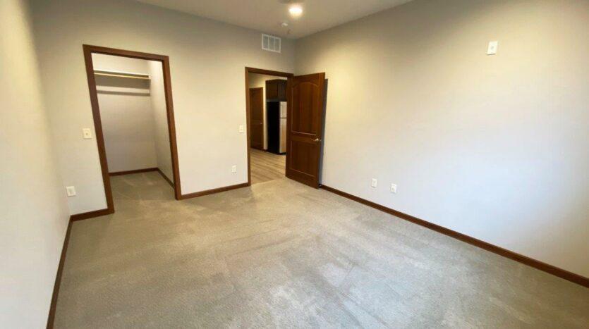 One Willow Creek Apartments in Watertown, SD - Linden Bedroom 2