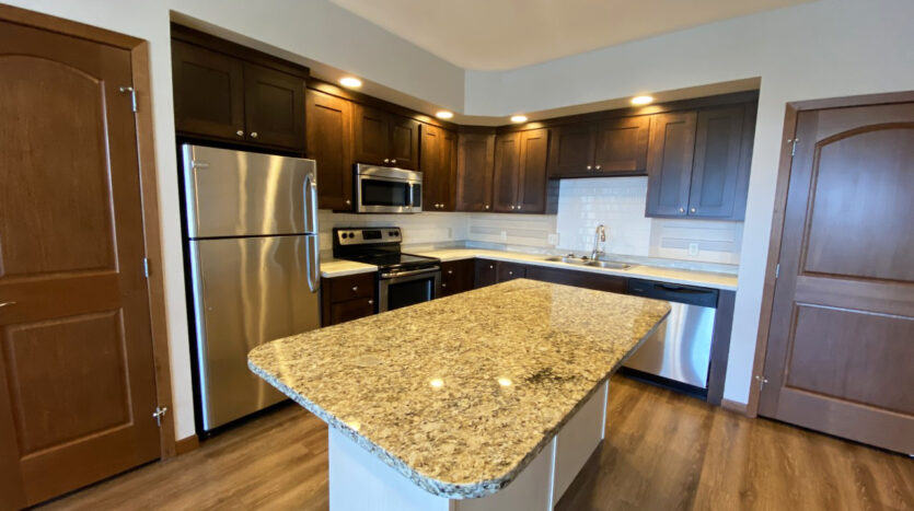One Willow Creek Apartments in Watertown, SD - Willow Oak Kitchen