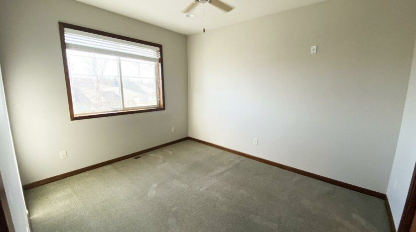 One Willow Creek Apartments in Watertown, SD - Willow Oak Master Bedroom
