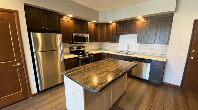 One Willow Creek Apartments in Watertown, SD - Maple Kitchen