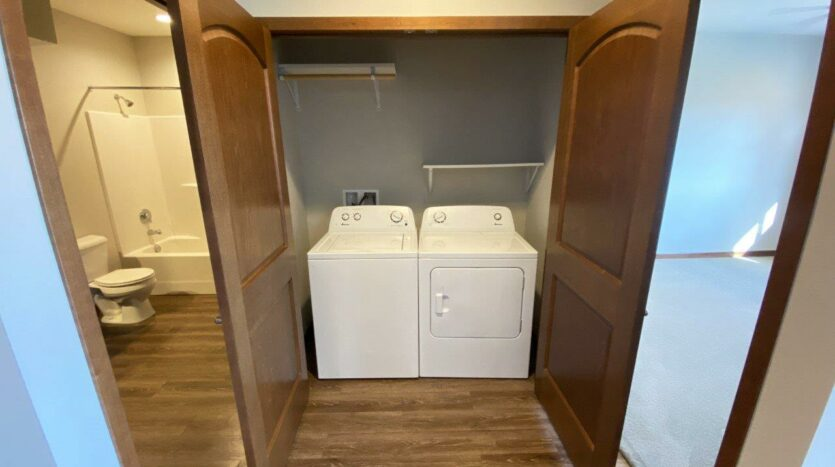 One Willow Creek Apartments in Watertown, SD - Willow Oak Laundry