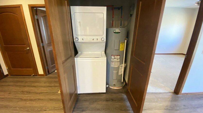 One Willow Creek Apartments in Watertown, SD - Maple Laundry