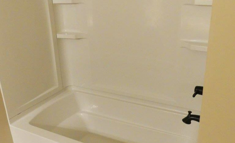 Regency Apartments in Huron, SD - Bathtub and Shower