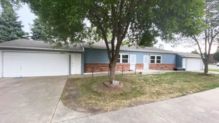 821 Prairie View Drive in Brookings, SD - Exterior