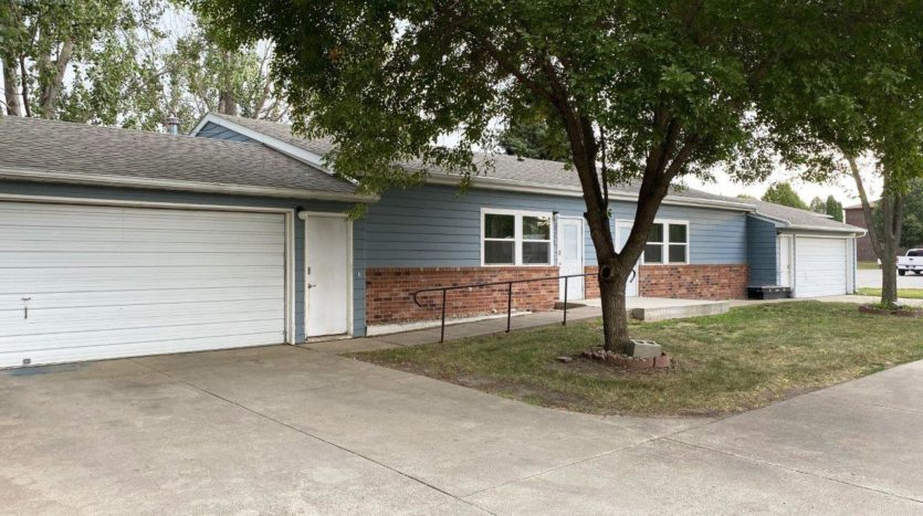 821 Prairie View Drive in Brookings, SD - Exterior 2