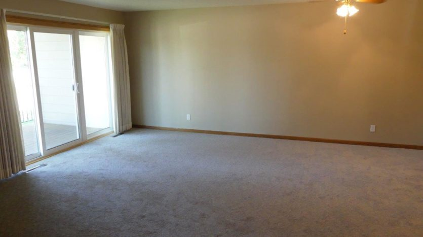 Regency Apartments in Huron, SD - Living Room