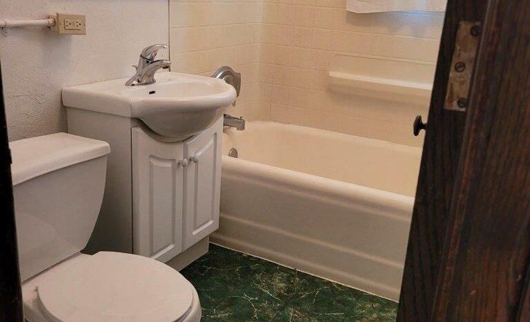 Tudor Apartments in Pierre, SD - Bathroom