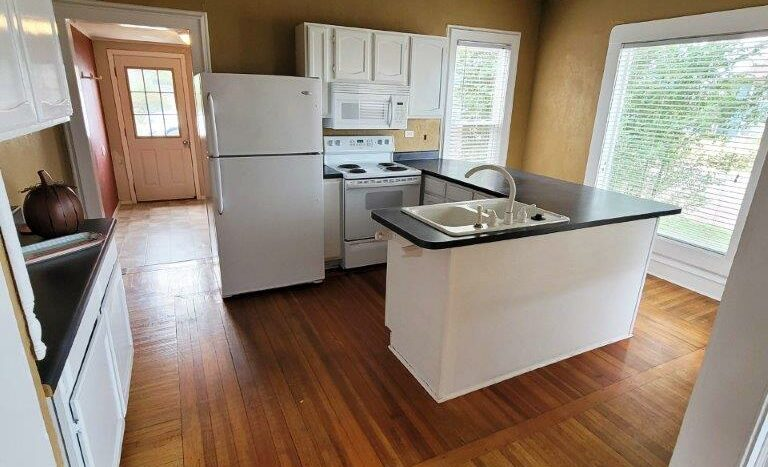 219 W Beebe Ave in Chamberlain, SD - Kitchen