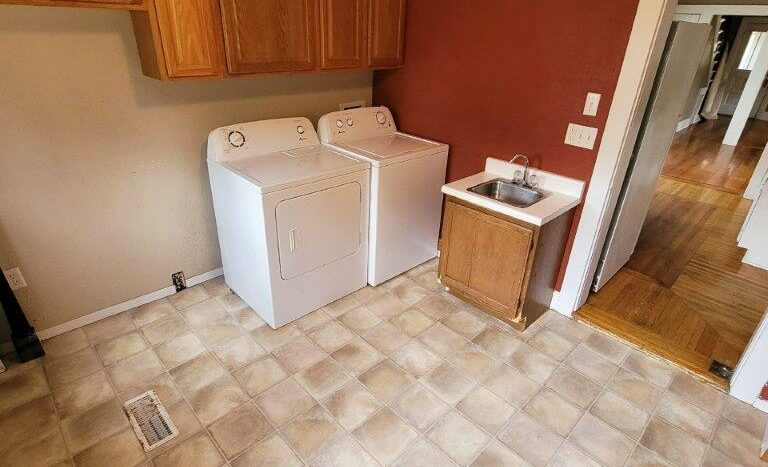219 W Beebe Ave in Chamberlain, SD - Laundry