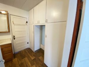 208 W Beebe Ave in Chamberlain, SD - Bathroom Storage