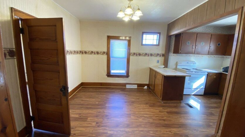 208 W Beebe St in Chamberlain, SD - Dining Room