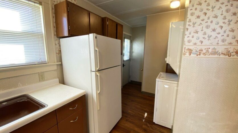 208 W Beebe St in Chamberlain, SD - Kitchen 2