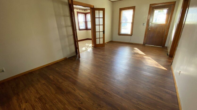 208 W Beebe St in Chamberlain, SD - Living Room