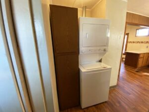 208 W Beebe St in Chamberlain, SD - Washer and Dryer