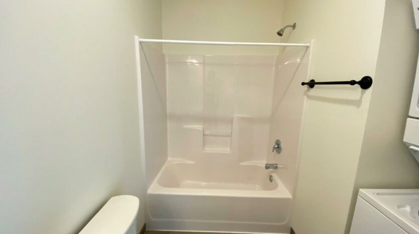 Flats on 8th in Watertown, SD - 1 Bedroom Apartment Bathroom