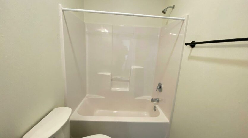 Flats on 8th in Watertown, SD - 2 Bedroom Apartment Bathroom