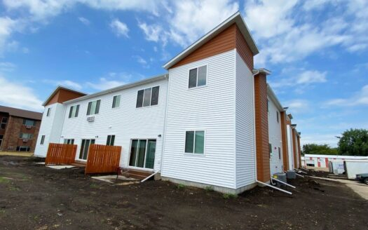 Flats on 8th in Watertown, SD - Exterior2
