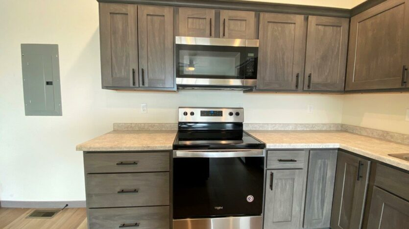 Flats on 8th in Watertown, SD - 2 Bedroom Apartment Kitchen2