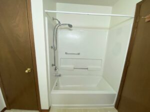 Elm Edge Townhomes in Mitchell, SD - Bathtub and Shower