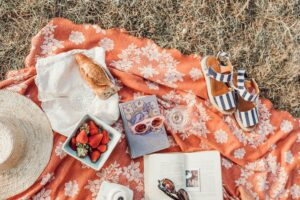 A basket full of the perfect picnic tips