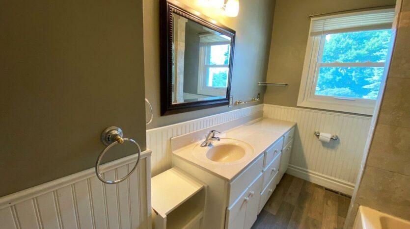 813 NE 8t Street in Madison, SD - Bathroom Vanity