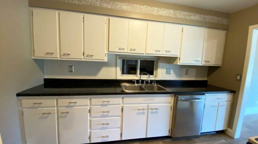 813 NE 8t Street in Madison, SD - Kitchen2