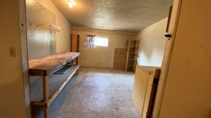 813 NE 8t Street in Madison, SD - Garage Workshop