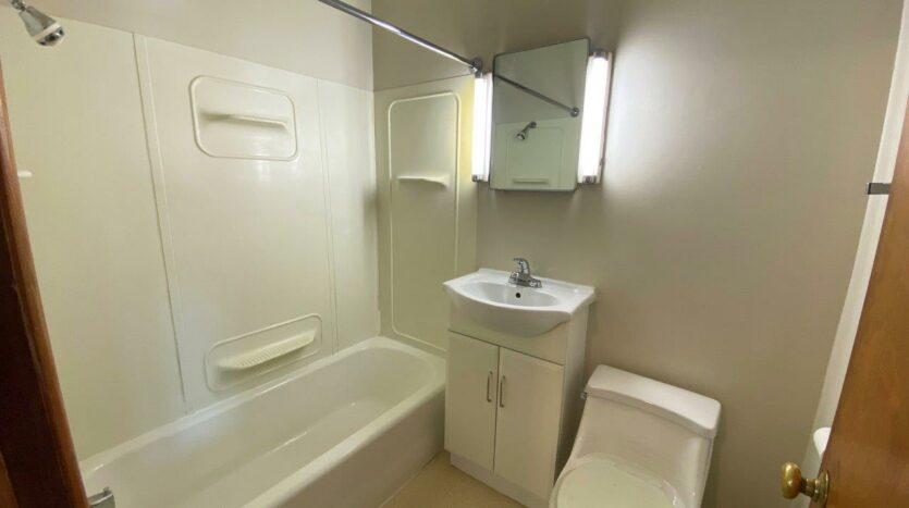 9Two5 Apartments in Mitchell, SD - Studio Bathroom