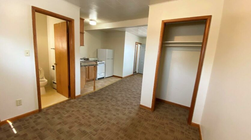 9Two5 Apartments in Mitchell, SD - Studio Closet